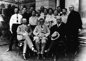 Н. М. Данилин, А. Д. Кастальский и П. Г. Чесноков со студентами хорового подотдела Московской консерватории (1926 г.)